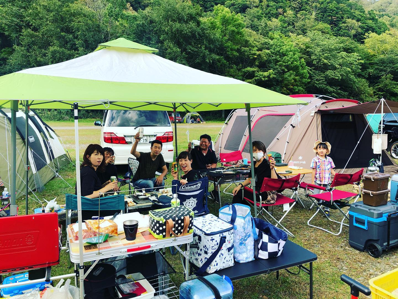 4連休中は札内川園地にお越しいただきありがとうございました!賑やかに、カッコよく、まったりと、のんびりと…ご家族と、ご友人と、カップルで、ソロで…思い思いに楽しまれる姿は見ていて幸せな気持ちになります(^-^)19,20の最初の2日間はお盆並みに混み、最終的には115組、105組、いずれもキャンプご利用のお客様だけで300名を超えておりました。4連休通しでは約850名の方々に楽しんでいただけました。広さと自由度を兼ね備える中で、三密を回避して運営できているのもお客様一人ひとりのマナー、モラル、ご協力のおかげです。ありがとうございます!(※写真撮影にご協力いただいた皆さまもありがとうございました)#フリーサイト #キャンプ #バンガロー #トレーラーハウス #モバイルハウス #ソロキャンプ #女子キャンプ #ファミリーキャンプ #札内川園地 #札内川キャンプ #札内川園地キャンプ場 #ピョウタンの滝 #住箱 #snowpeak #スノーピーク #ランドロック #中札内村 #中札内 #十勝 #北海道 #日本で最も美しい村 #北海道旅行 #北海道観光 #キャンプ #十勝観光 #camp  #nakasatsunai #tokachi #hokkaido #camphack取材